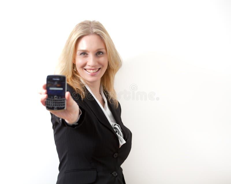 Mulher com telefone de pilha foto de stock