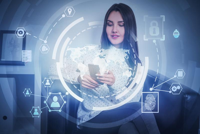 Mulher com telefone, relação do Internet de HUD imagem de stock