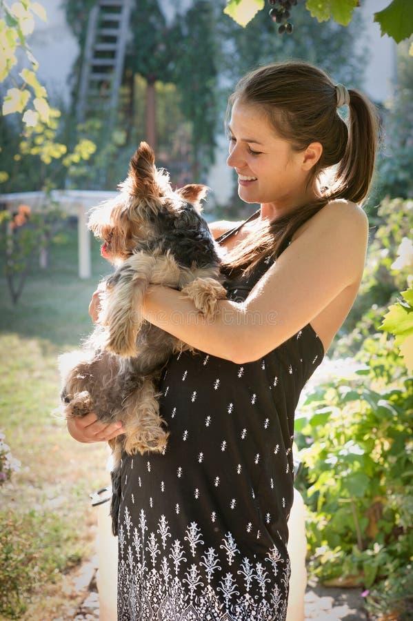 Mulher com um cão imagens de stock royalty free