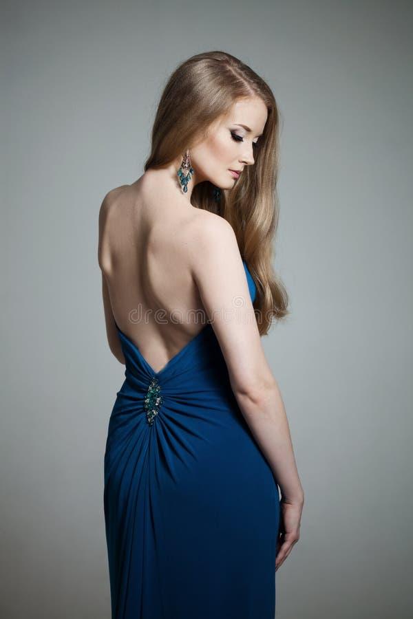 Mulher com um cabelo volumetric fotos de stock royalty free