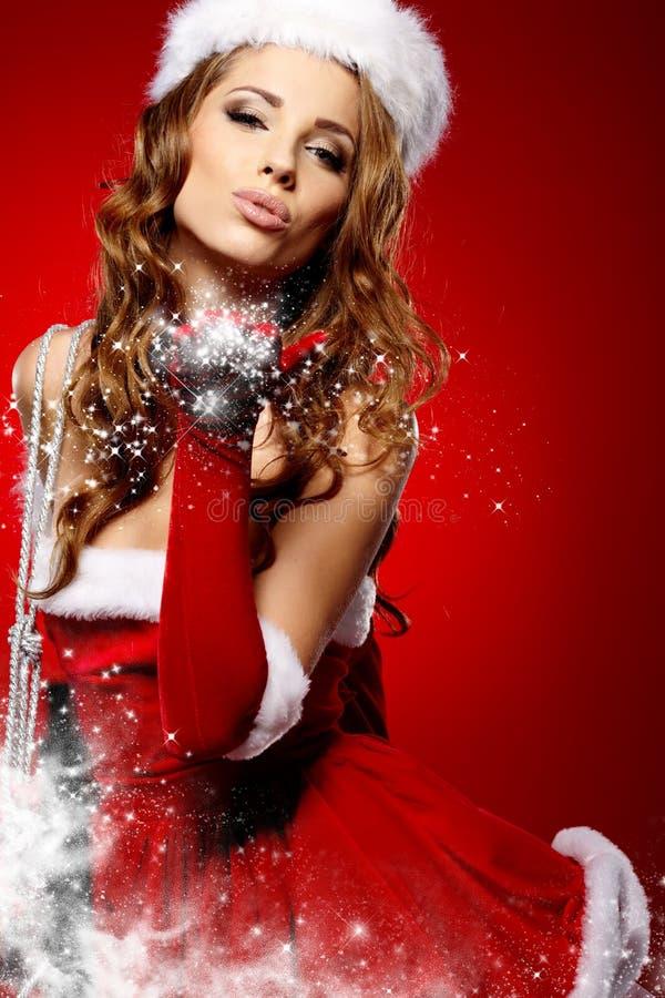 Mulher com um presente do Natal imagem de stock royalty free
