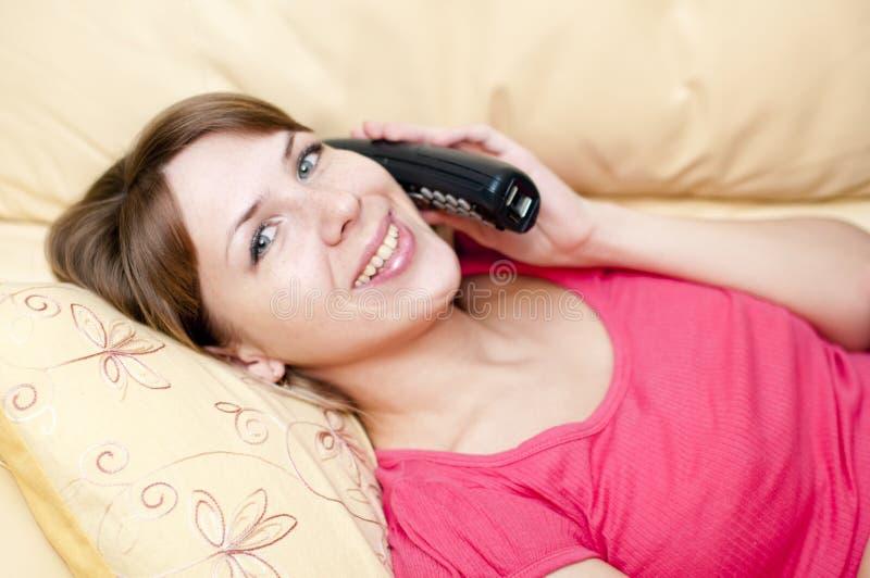 Mulher com um telefone imagens de stock royalty free