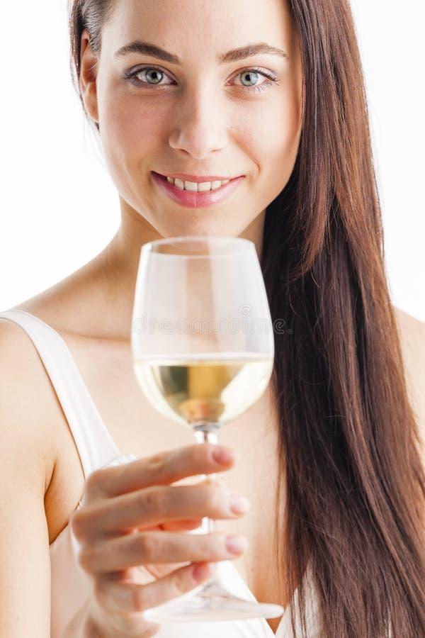 Mulher com um vidro do vinho branco imagens de stock