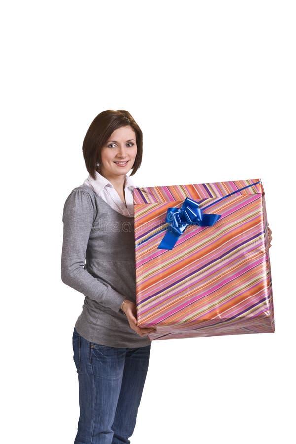 Mulher com uma caixa de presente imagem de stock royalty free