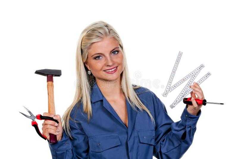 Mulher com uma ferramenta como um mecânico fotografia de stock