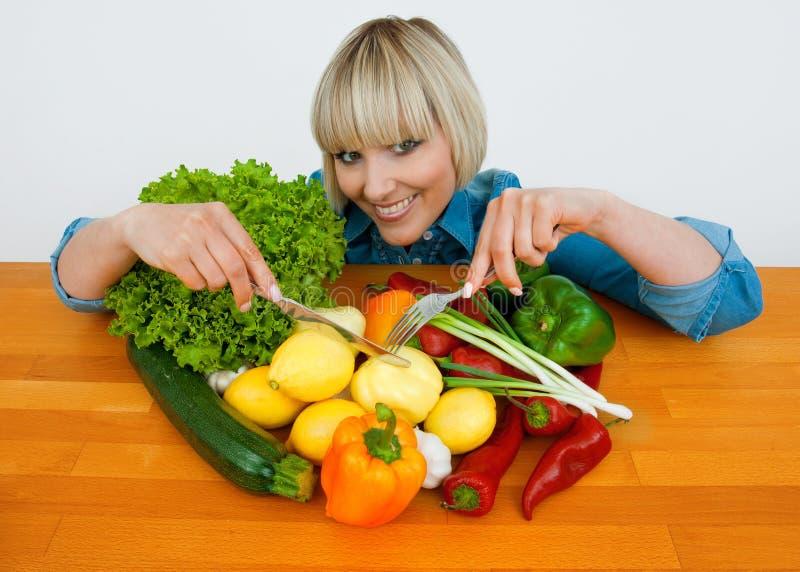 Mulher com vegetais foto de stock