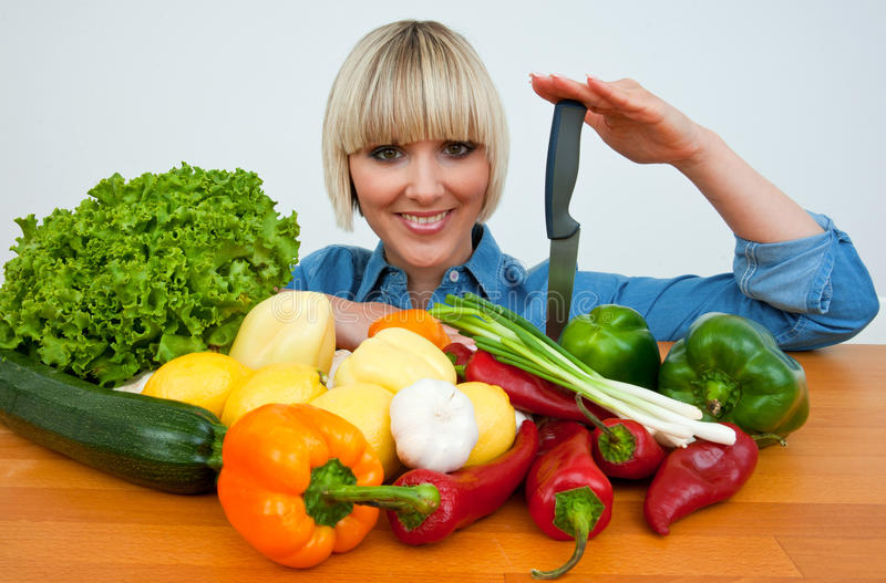 Mulher com vegetais imagens de stock royalty free