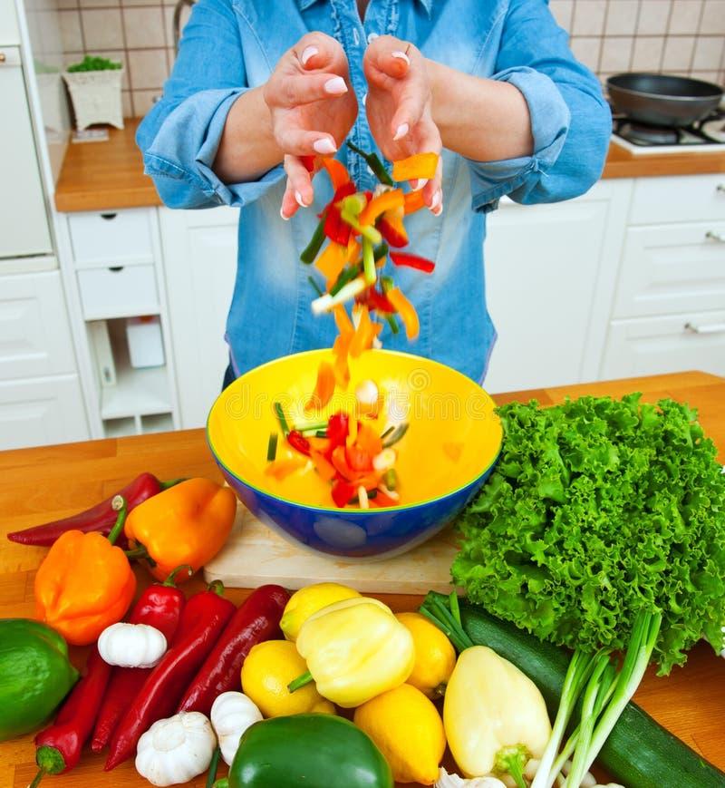 Mulher com vegetais fotos de stock royalty free