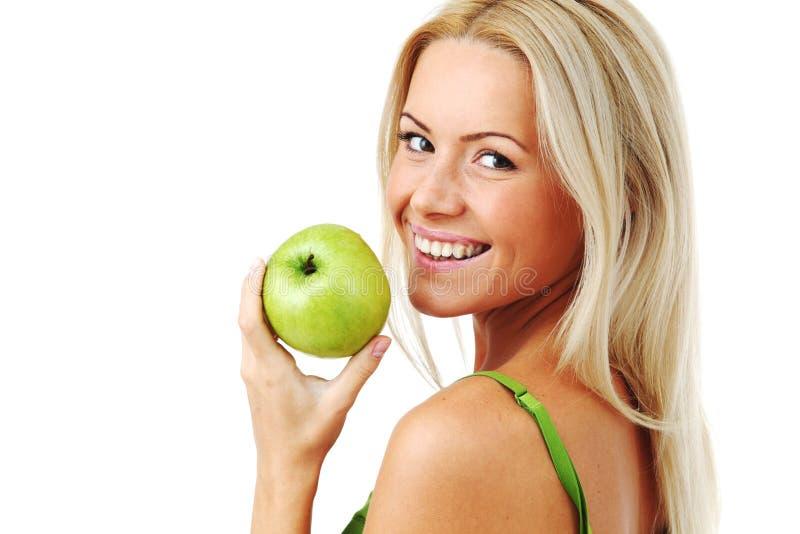 A mulher come a maçã verde foto de stock