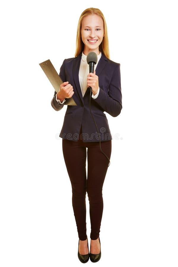 Mulher como o repórter com microfone foto de stock royalty free