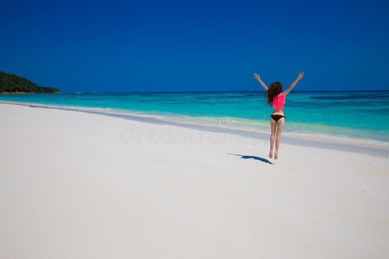 Mulher Conceito da praia da liberdade da felicidade da felicidade apreciação Beautif fotos de stock