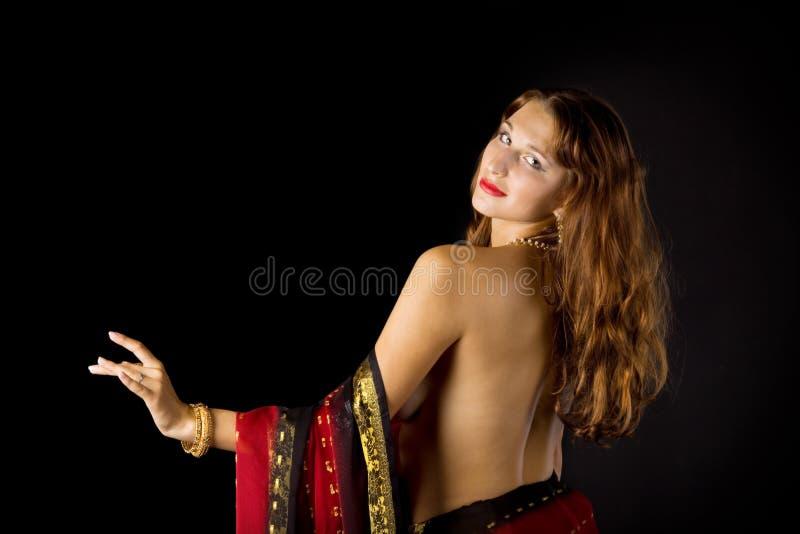 Mulher consideravelmente nova com espinha despida imagem de stock royalty free