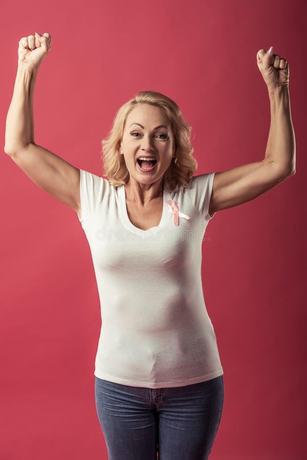 Mulher contra o câncer da mama fotos de stock