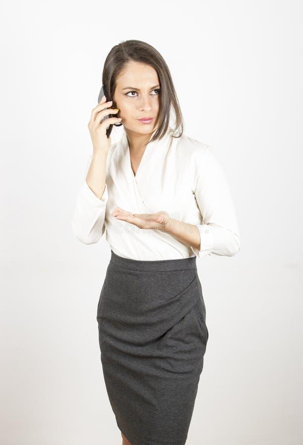 Mulher contratada na conversa telefônica fotografia de stock royalty free
