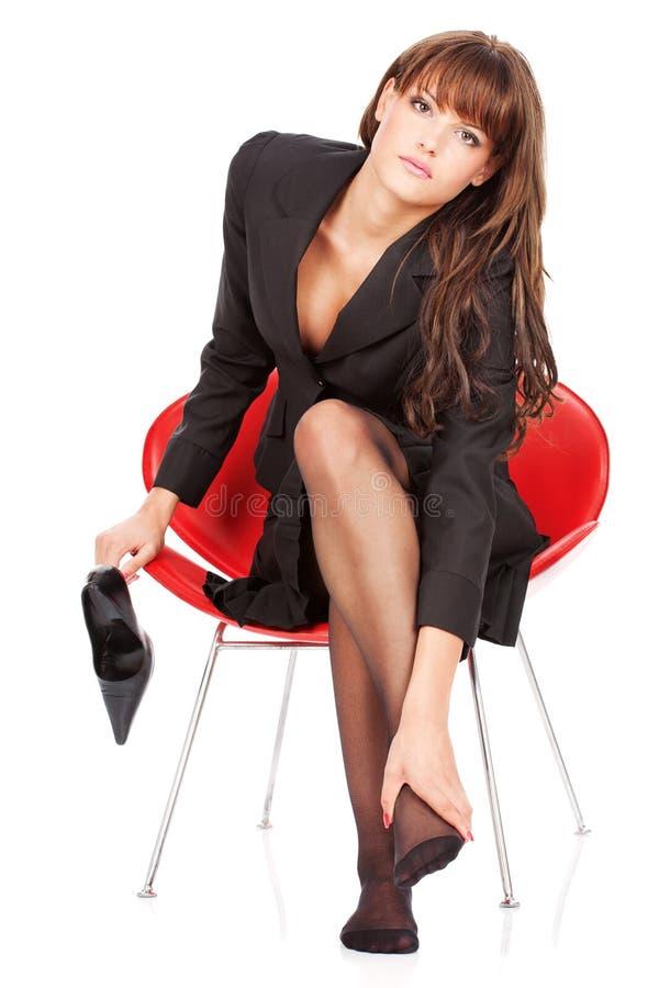 A mulher dá-se a massagem do pé imagem de stock royalty free