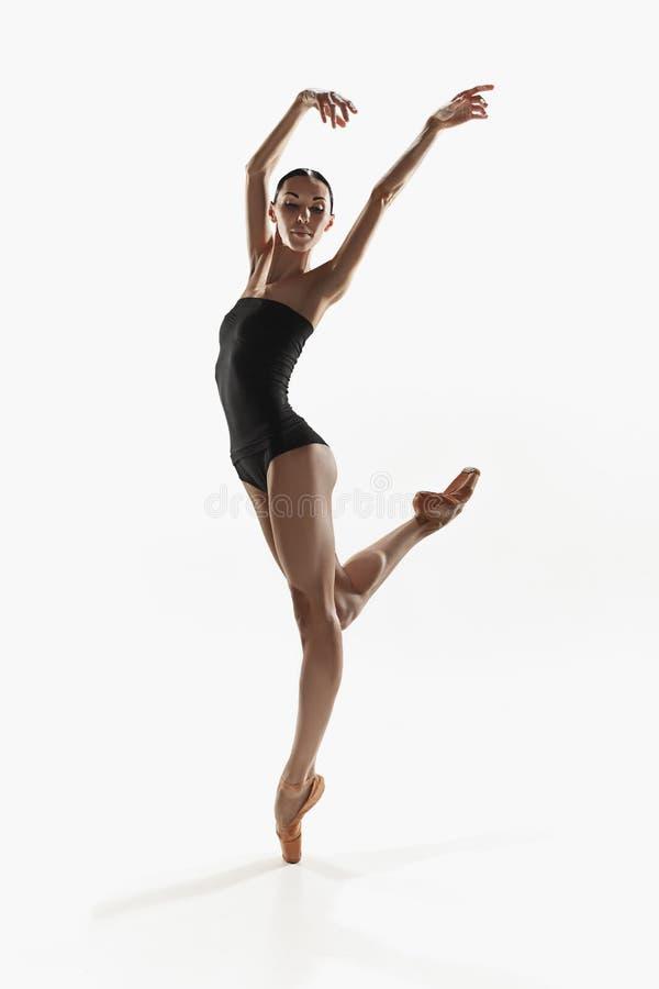 Mulher da aptidão da ginástica aeróbica que exercita no corpo completo foto de stock royalty free