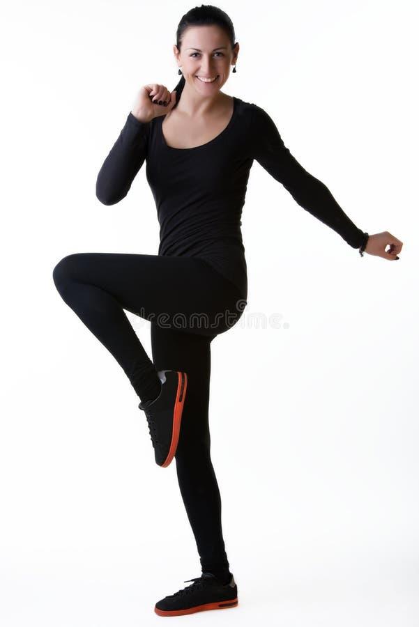 Mulher de sorriso feliz que faz exercícios do esporte imagens de stock