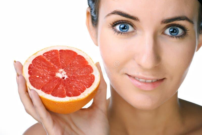 Download Mulher da beleza com fruta imagem de stock. Imagem de beleza - 12809223