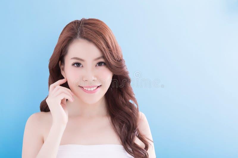 Mulher da beleza com pele da saúde imagem de stock royalty free