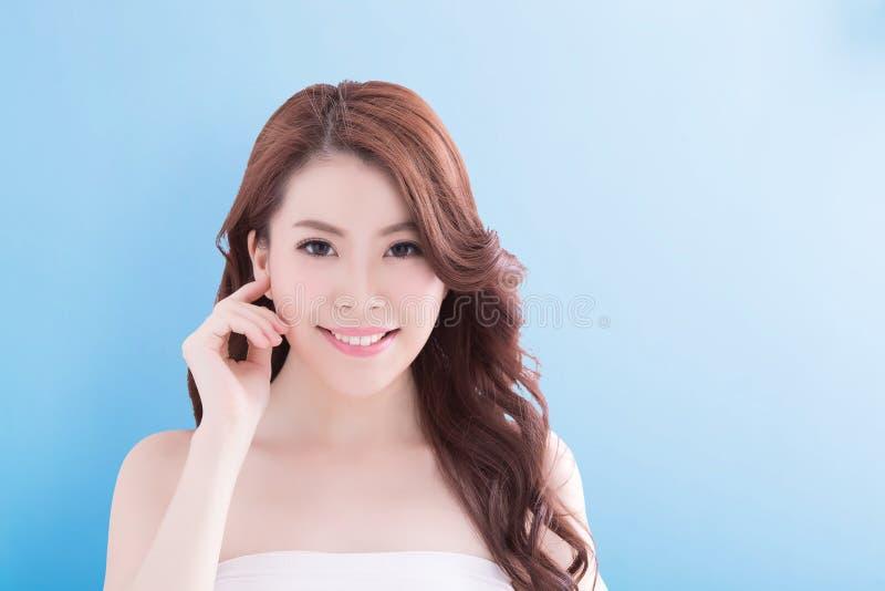 Mulher da beleza com pele da saúde fotografia de stock royalty free