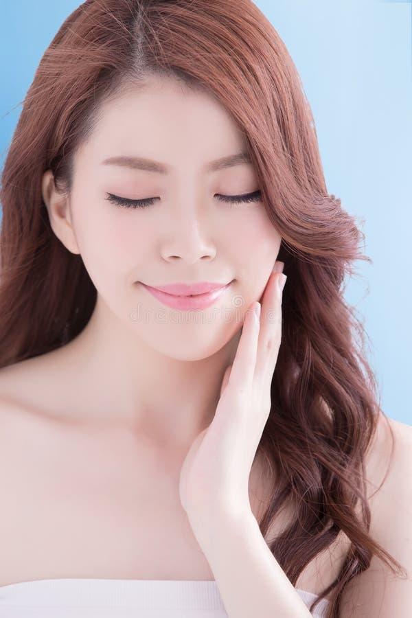 Mulher da beleza com pele da saúde imagem de stock