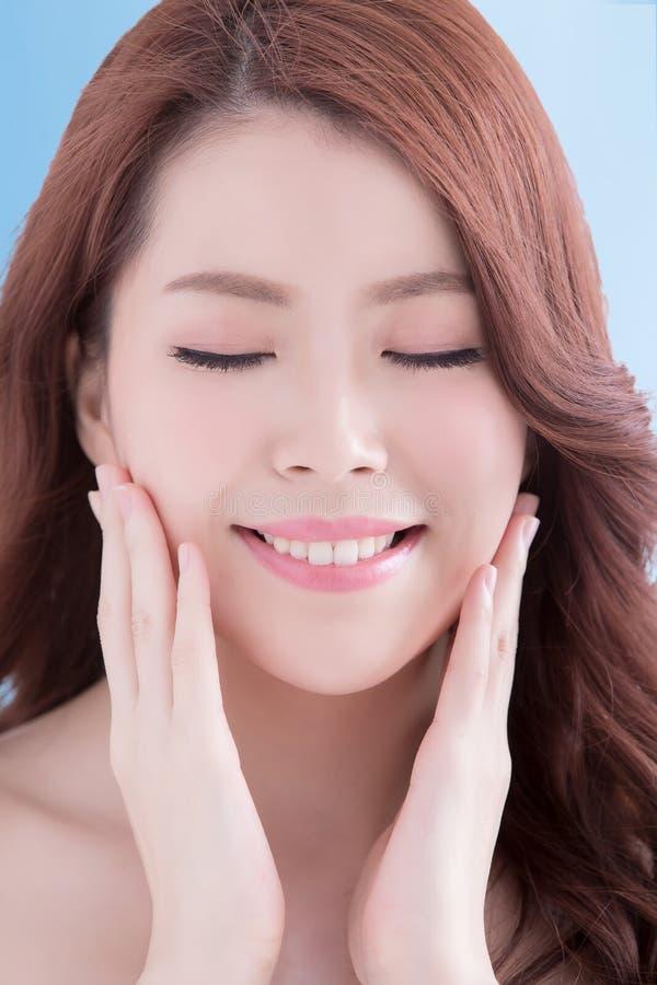 Mulher da beleza com pele da saúde fotos de stock