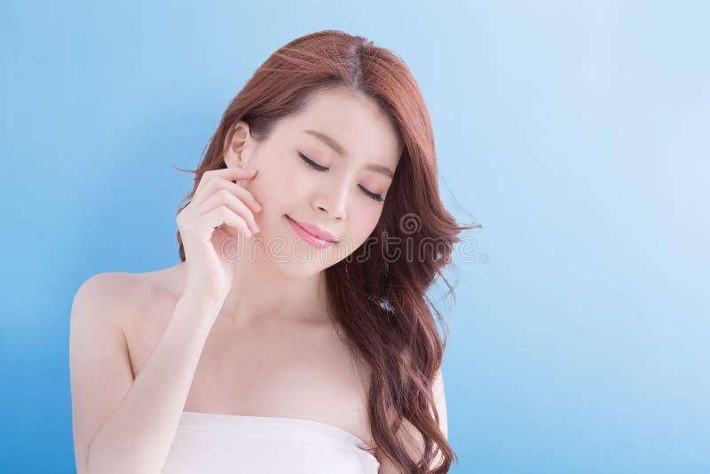 Mulher da beleza com pele da saúde fotografia de stock