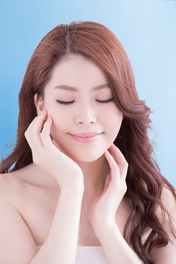 Mulher da beleza com pele da saúde imagens de stock