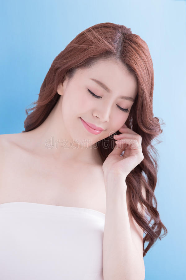 Mulher da beleza com pele da saúde foto de stock