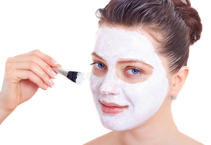 Download Mulher Da Beleza Que Obtem A Máscara Facial Isolada Imagem de Stock - Imagem de face, feliz: 29837693