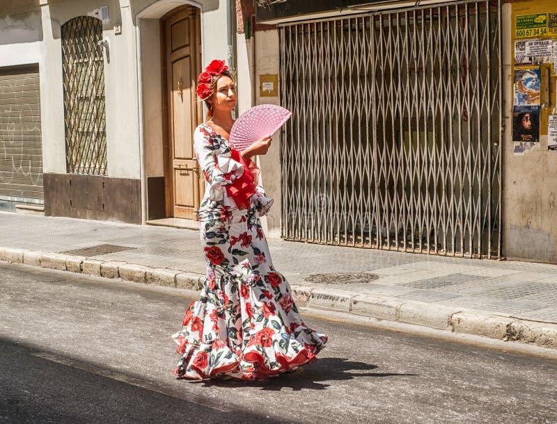 Mulher da dança do flamenco na rua em Feria de Malaga imagem de stock royalty free