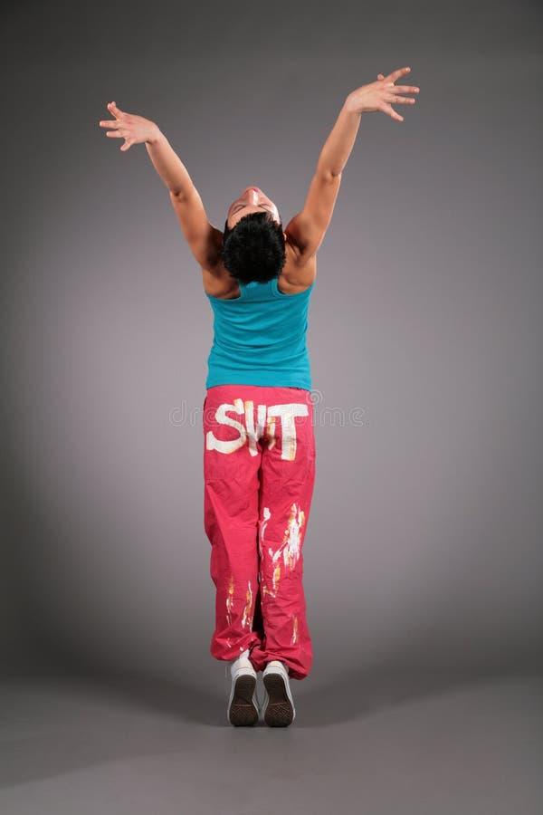 Mulher da dança no sportswear atrás imagens de stock