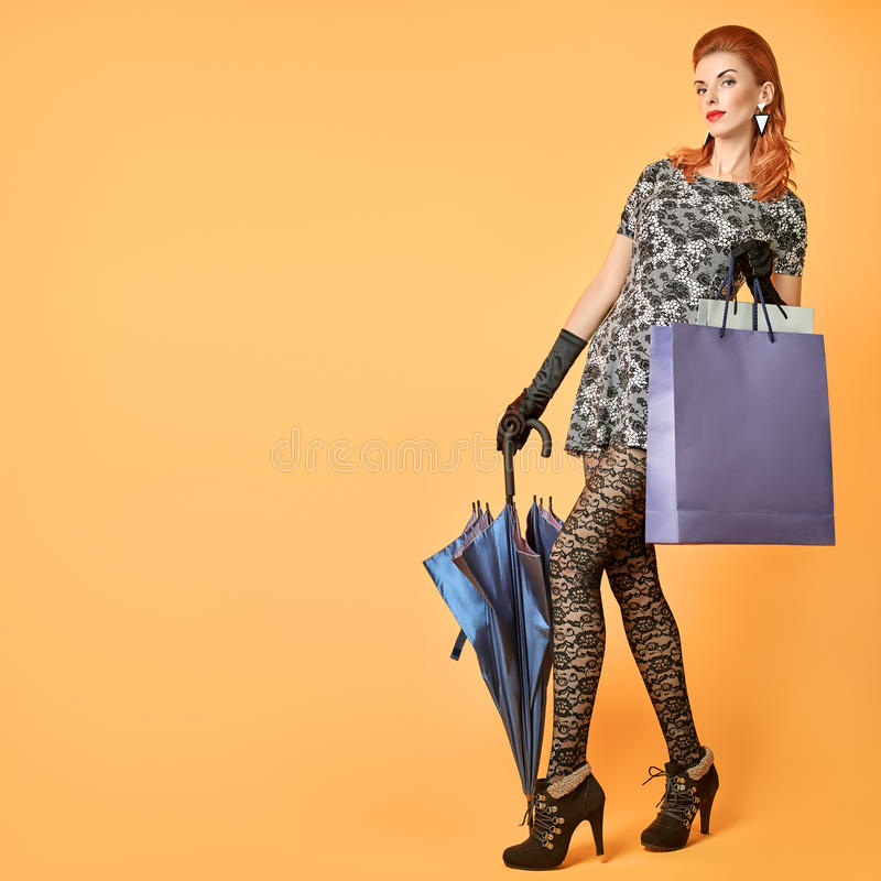 Mulher da forma Autumn Outfit à moda vintage imagens de stock royalty free