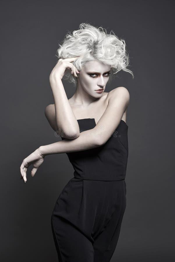 Mulher da forma com composição branca da pele fotografia de stock royalty free