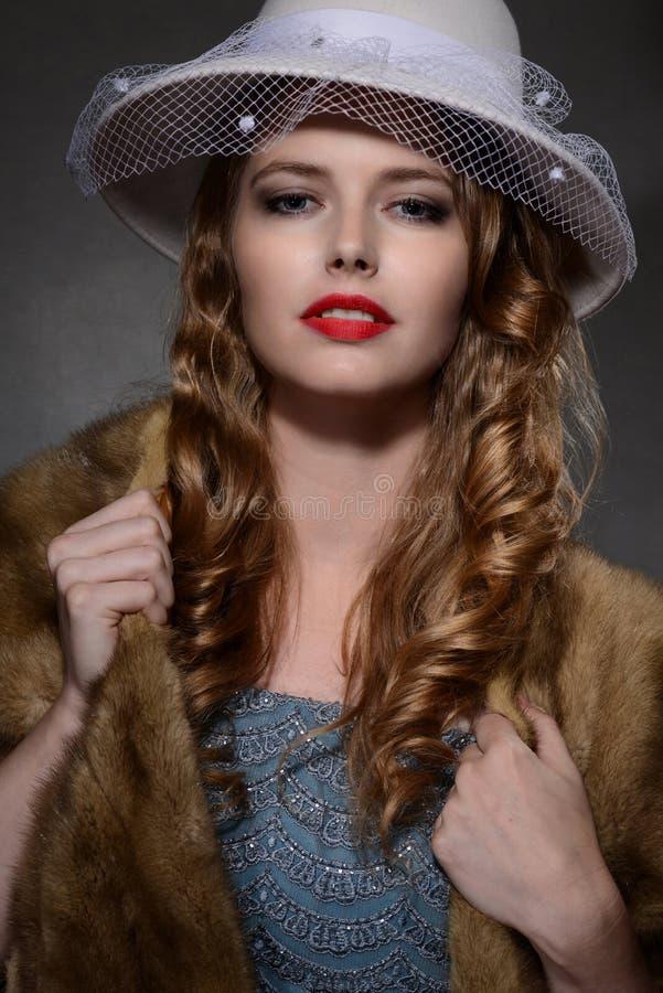 mulher da forma do retrato do estilo dos anos 40 imagens de stock