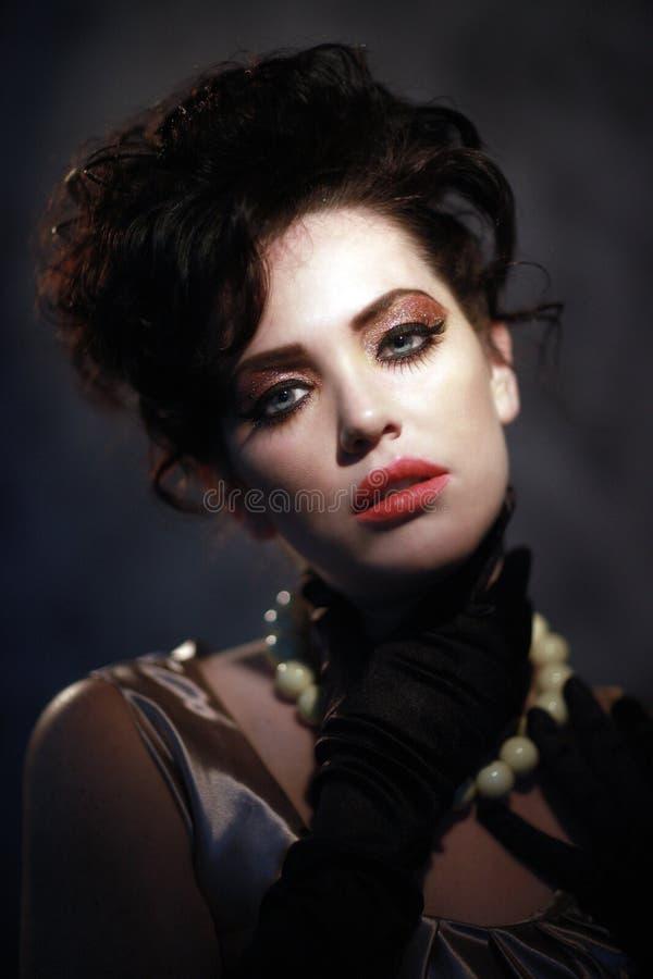 Mulher da forma elevada com olhos Piercing foto de stock royalty free