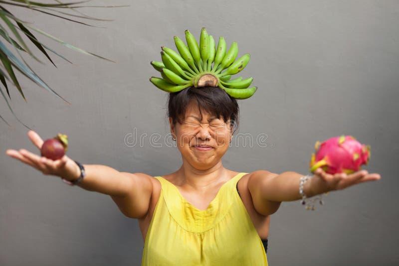 Mulher da fruta fotografia de stock