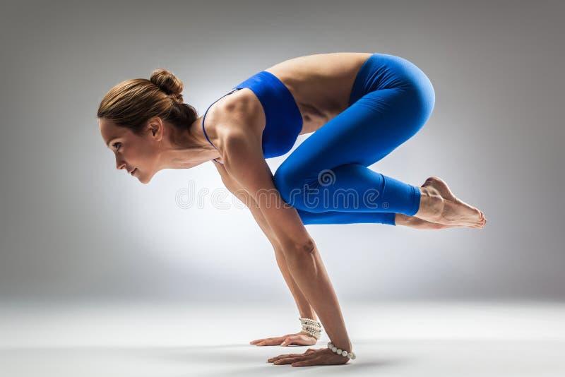 A mulher da ioga fotos de stock