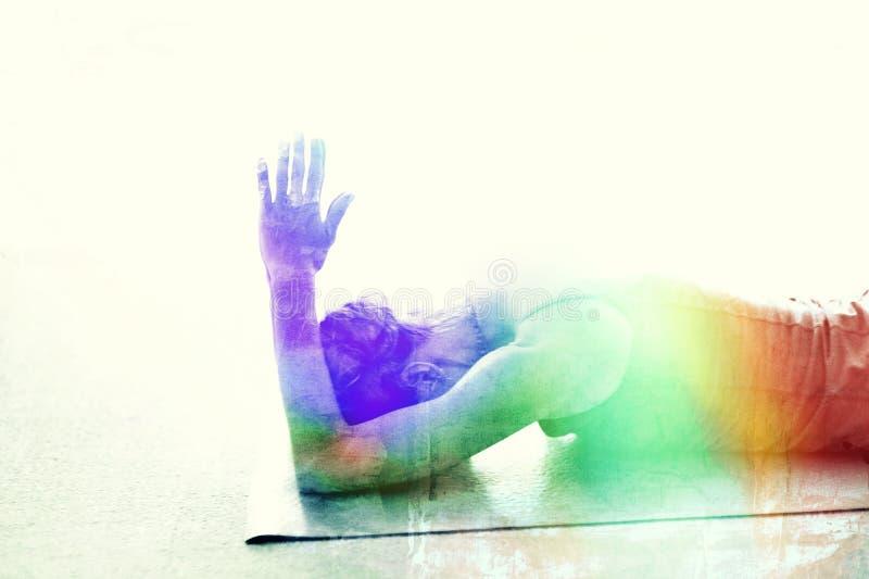 Mulher da ioga do arco-íris de Chakra imagens de stock