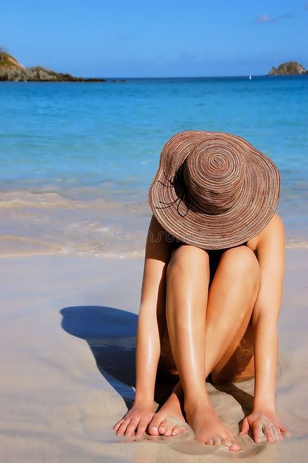 Download Mulher da praia imagem de stock. Imagem de relaxe, oceano - 537575