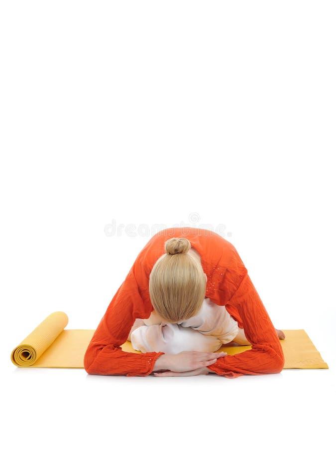 Mulher da série ou da ioga photos.young que faz o pose da ioga fotografia de stock