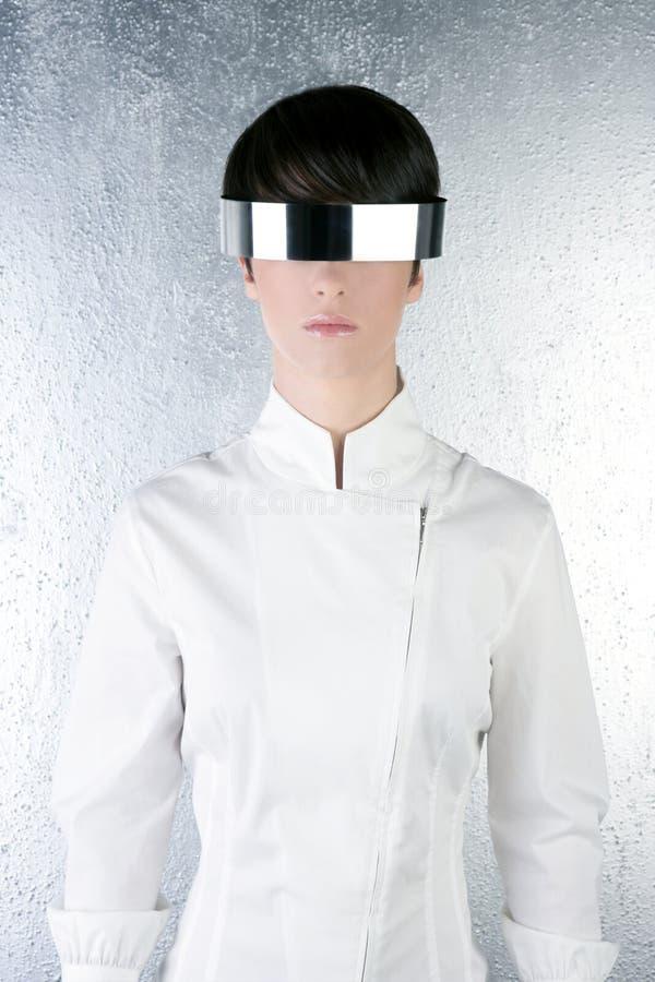 Mulher de aço futurista moderna de prata dos vidros fotografia de stock