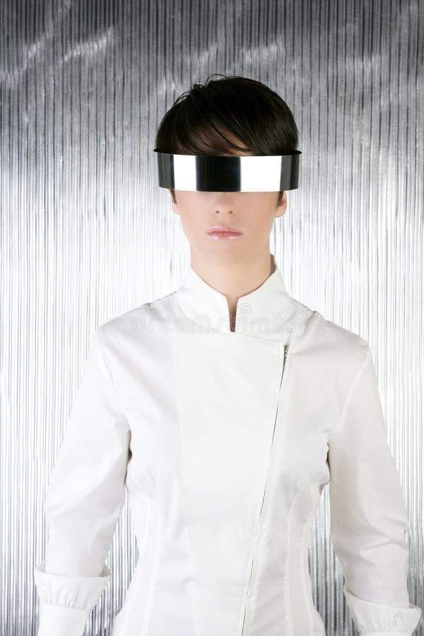 Mulher de aço futurista moderna de prata dos vidros fotos de stock royalty free