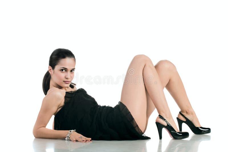 Download Mulher De Beautifu No Branco Imagem de Stock - Imagem de divertimento, atrativo: 12813449