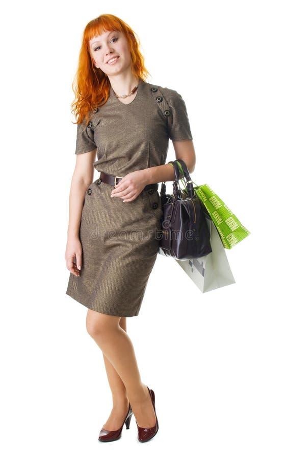 Mulher de Beautifulyoung com sacos de compra imagem de stock