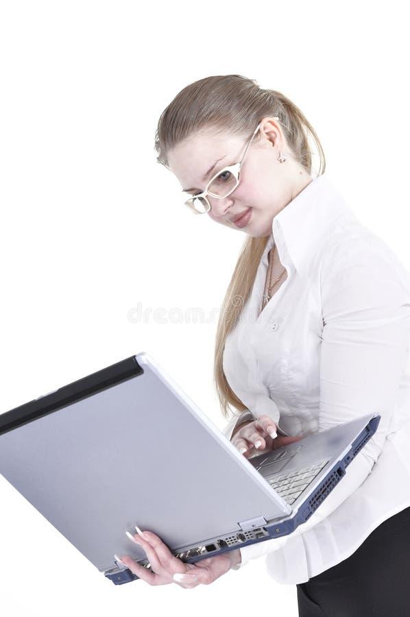 A mulher de Busniess trabalha com portátil imagens de stock royalty free