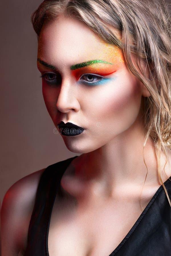 Mulher de Fasion com composição e penteado profissionais fotos de stock