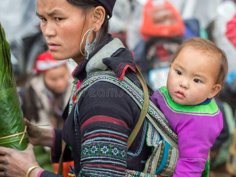 Mulher de Hmong em Sapa, Vietname fotografia de stock royalty free