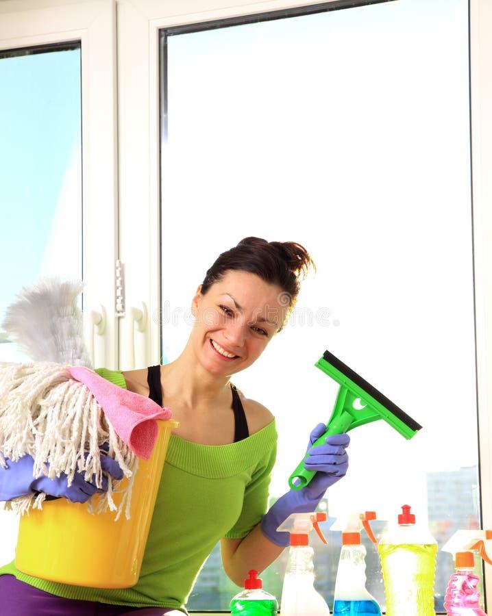 Mulher de limpeza fotografia de stock royalty free