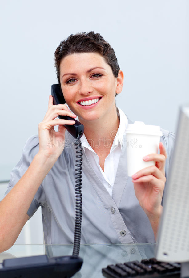 Download Mulher De Negócio Alegre No Telefone Imagem de Stock - Imagem de executivo, bebida: 12813787